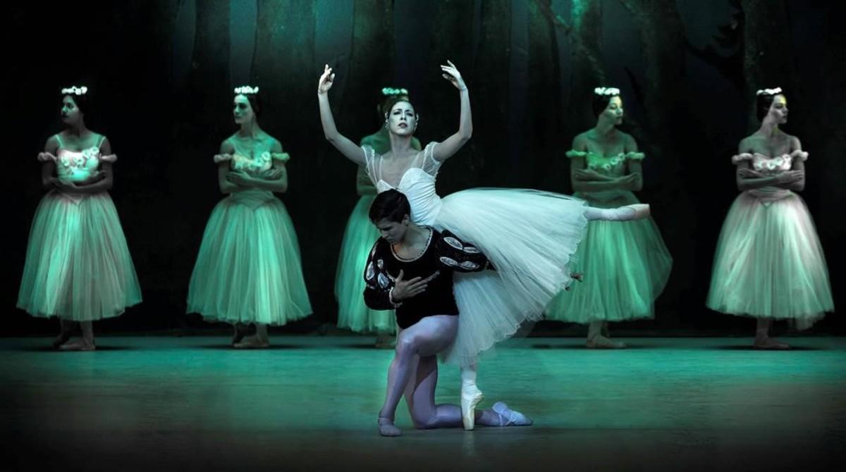 Una escena de 'Giselle', ballet que abre el espectáculo 'La magia de la danza'.