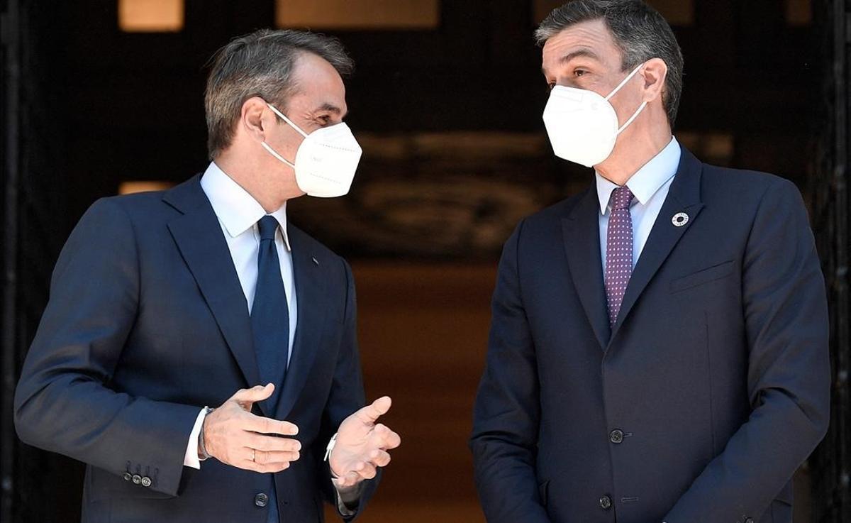 Mitsotakis recibe a Sánchez para reforzar sus demandas comunes ante la UE.