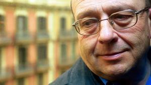Manuel Vázquez Montalbán, en la antigua sede de la editorial Planeta, el año 2000.