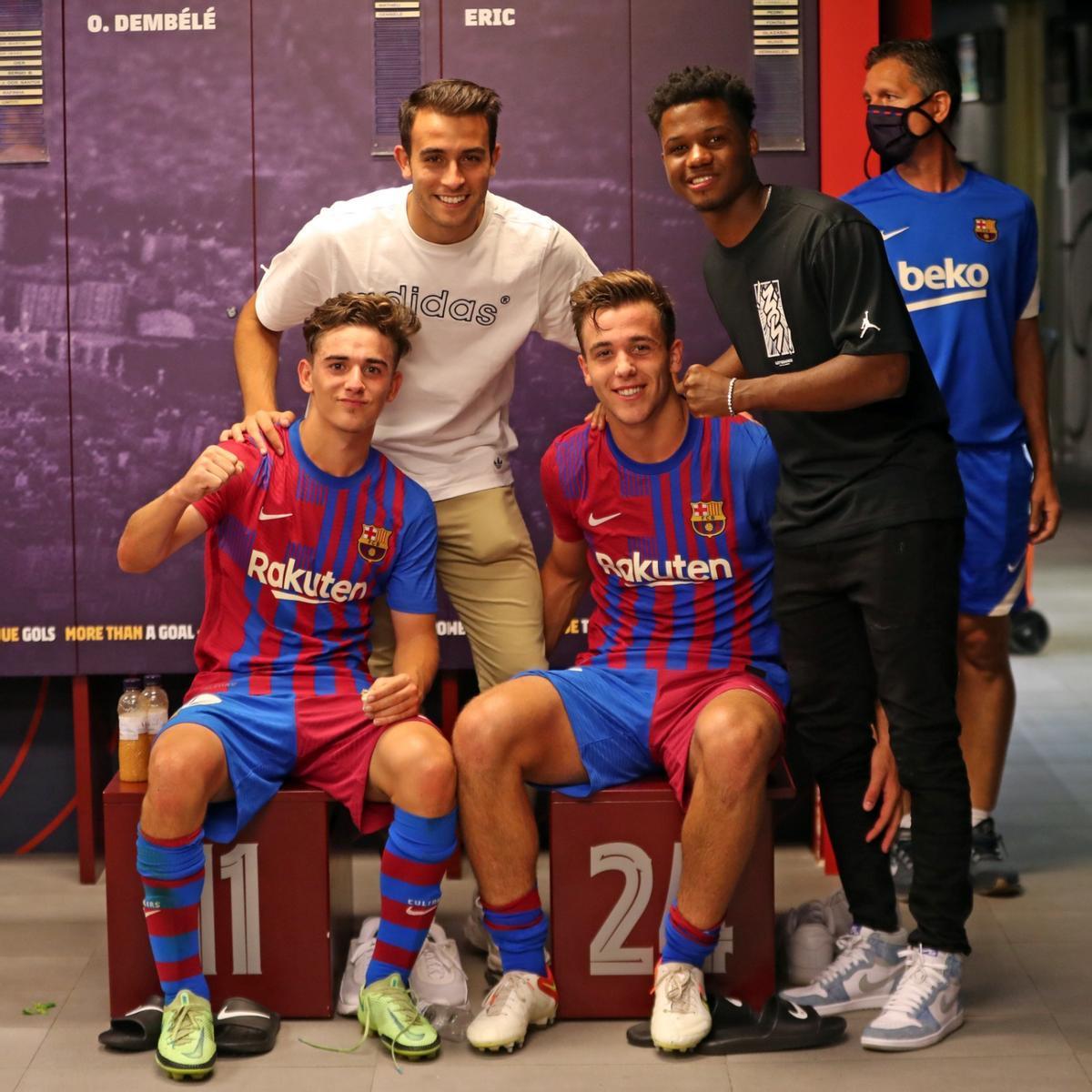 Eric García y Ansu con Gavi y Nico tras el 2-1 del Barcelona al Getafe.