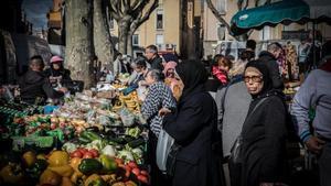 Mercado de la plaza Cassanyes de Perpinyà, en el depauperado barrio de Saint Jacques.