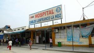 Lo médicos del Hospital Carlos Lanfranco La Hoz, en Puente Piedra (Lima), donde certificaron erróneamente la muerte del bebé.