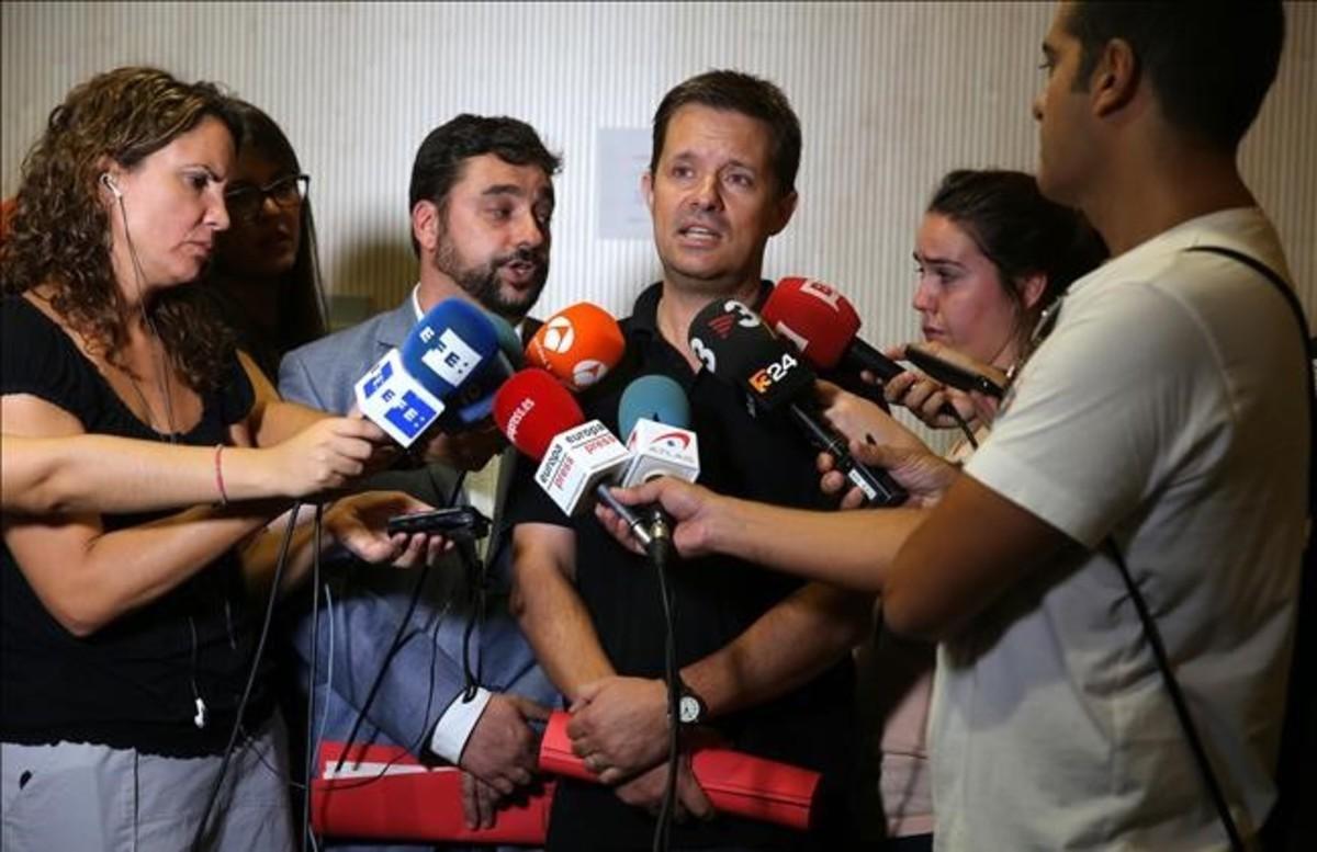 El director general de Atención a la Infancia y Adolescencia, Ricard Calvo, atiende a la prensa, el pasado agosto.