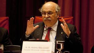 El conseller d'Economia, Andreu Mas-Colell, durant la seva compareixença davant la comissió d'Economia al Parlament, aquest dimarts.
