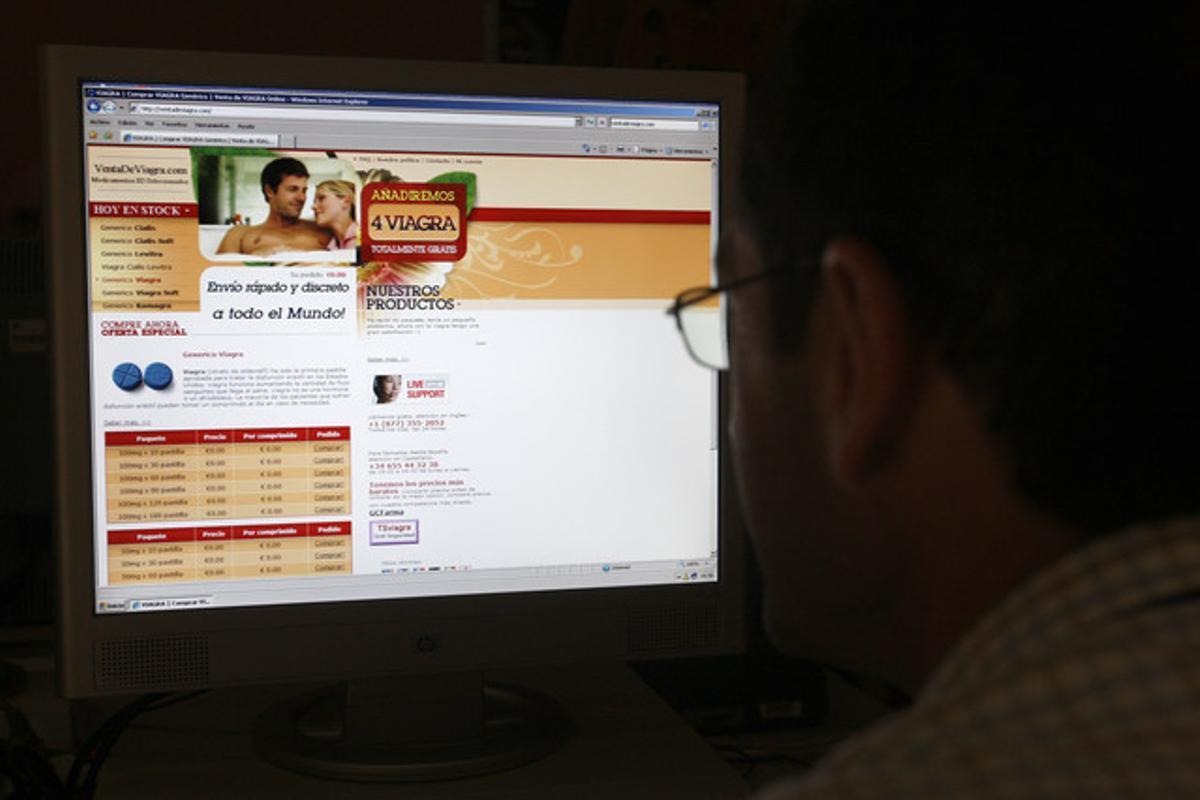 Un usuario de internet consulta una página sobre Viagra.