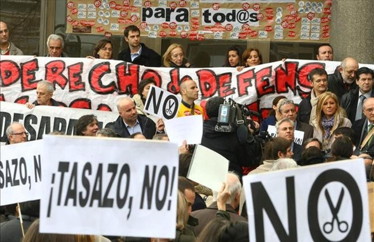 Concentración de funcionarios judiciales ante los juzgados de plaza Castilla en Madrid.