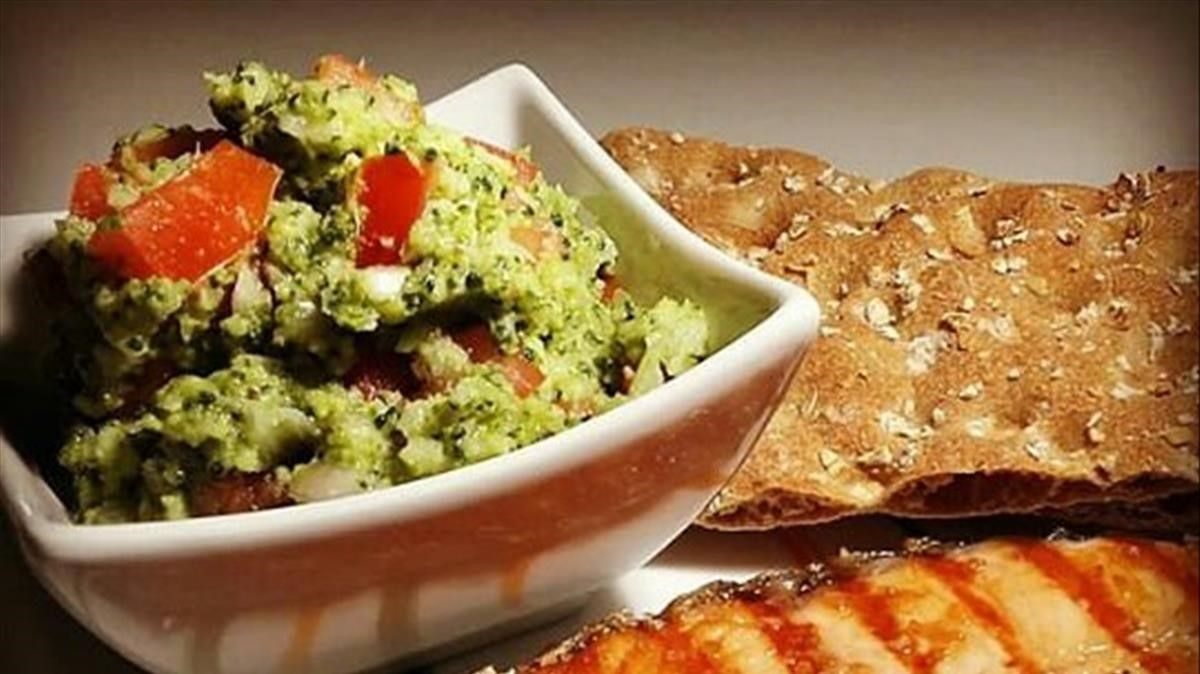 Plato de brocomole.