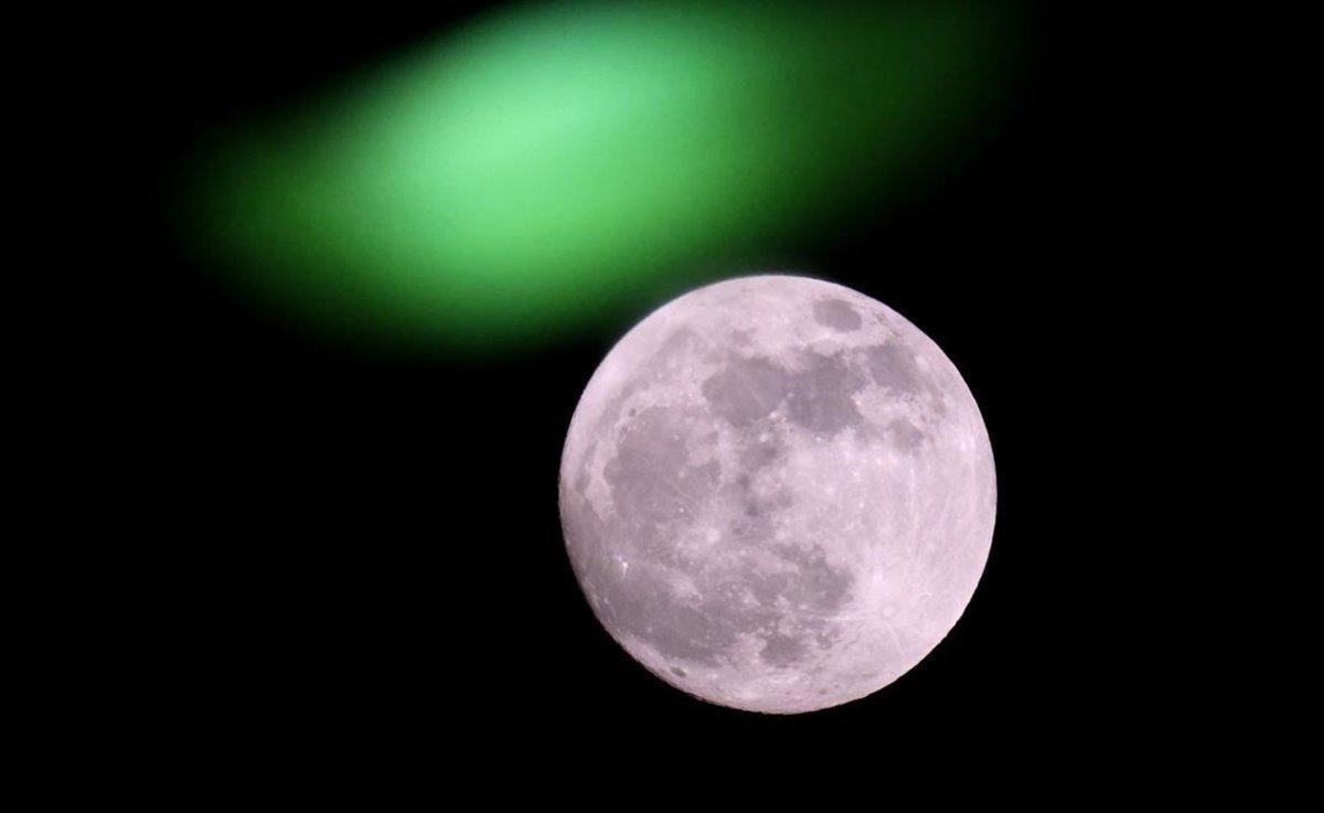 La luna llena, vista desde Tel-Aviv.