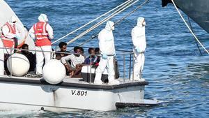 Salvini permet «contra la seva voluntat» el desembarcament de 27 menors de l''Open Arms'