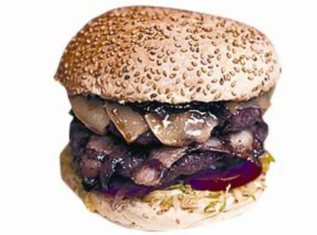 Arriba, Oval Burger, un establecimiento con un carta abierta a la imaginación del cliente.En el centro, Rosti, un espacio gastronómico diferente en el corazón de la Barceloneta.Debajo, 2Hundred Burger, abierta en julio del 2012 en el barrio de la Vila de Gràcia.(Josep García y Joan Puig )