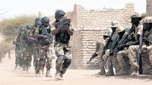 Tropas nigerianas participan en unas prácticas militares antiterroristas junto a soldados del Chad.