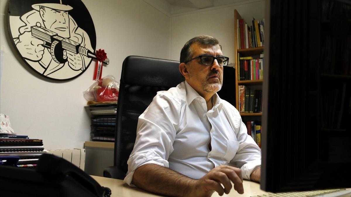 Carles Santamaría, trabajando en su despacho en la sede Ficomic.