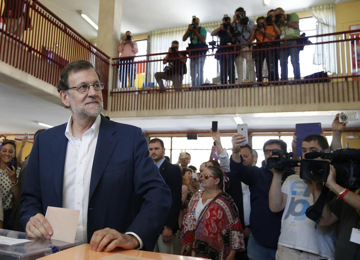 Mariano Rajoy vota en un colegio de Madrid.