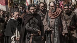 Pablo Derqui y Aitor Luna, en la serie 'La catedral del Mar', en Antena 3.