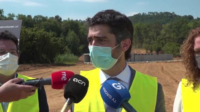 Jordi Puigneró dice que no aceptará inversiones en el aeropuerto de Barcelona si no hay mejoras en los de Girona y Reus.