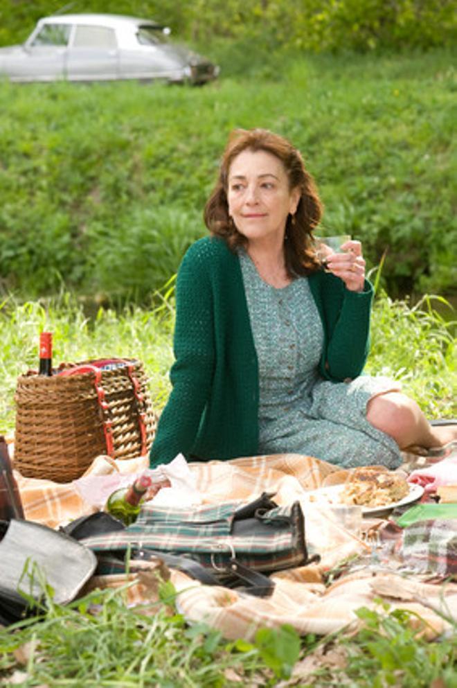 Carmen Maura, en una escena de 'Las chicas de la sexta planta'.
