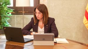 La 'consellera' de Presidència, Meritxell Budó, en su despacho