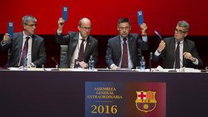 Los directivos del Barça dan su aprobación a los planes de futuro en China durante la asamblea extraordinaria del club celebrada el pasado 18 de diciembre.