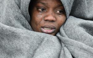 Una refugiada llora en el pueblo de Skala Sikaminias, en Lesbos.