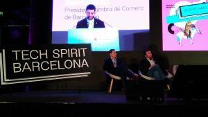 Discurso de Joan Canadell en el Tech Spirit, ante la atenta mirada del director de Innovació, Daniel Marco (a la izquierda).