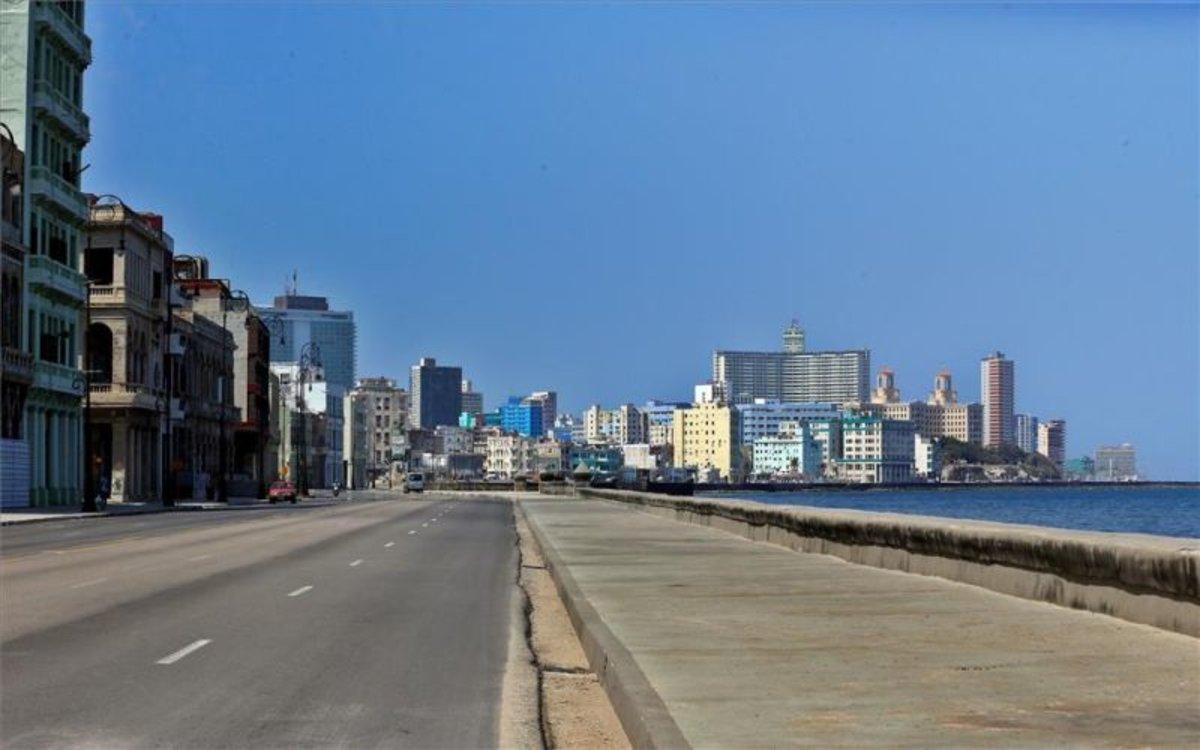 El malecón de Cuba sin turistas por el coronavirus.