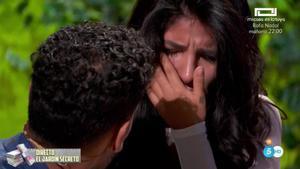 Momento en el que Isa Pantoja sufrió un ataque de ansiedad en el estreno de 'La casa fuerte'.