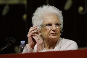 Escorta per a una supervivent d'Auschwitz per amenaces ultres a Itàlia