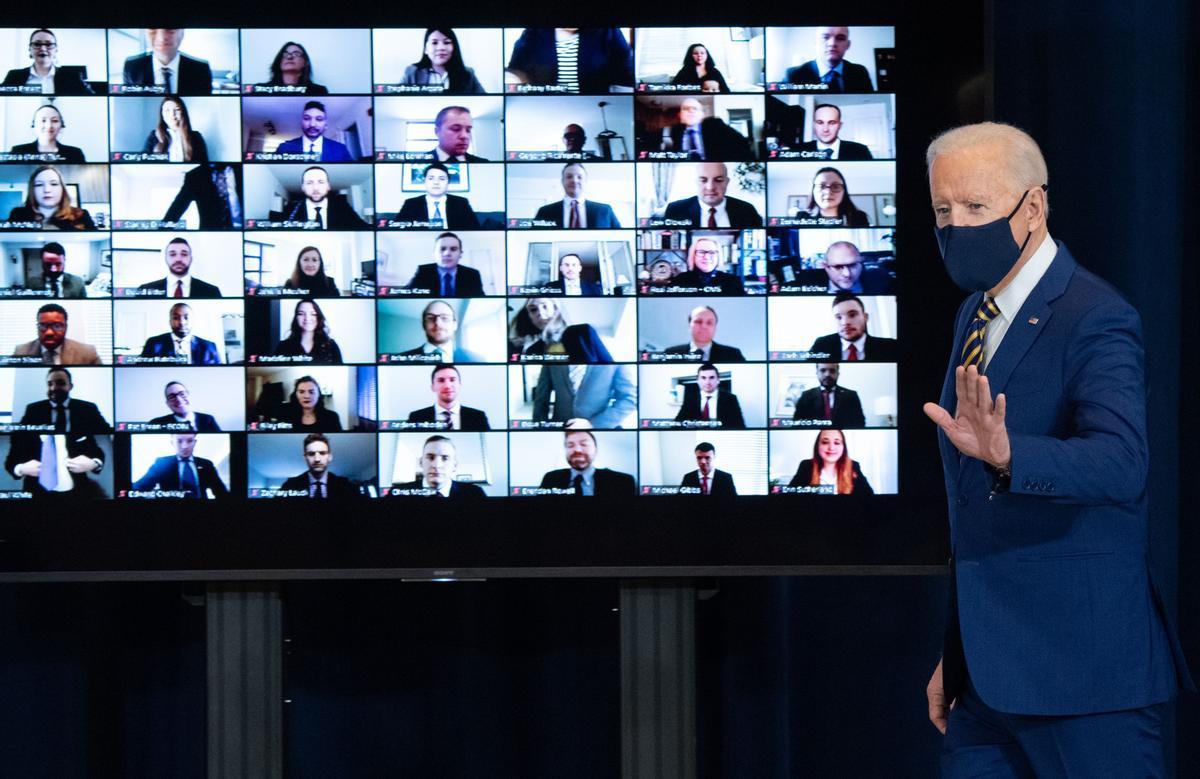 El presidente de EEUU, Joe Biden, tras pronunciar este jueves el discurso ante el personal del Departamento de Estado.
