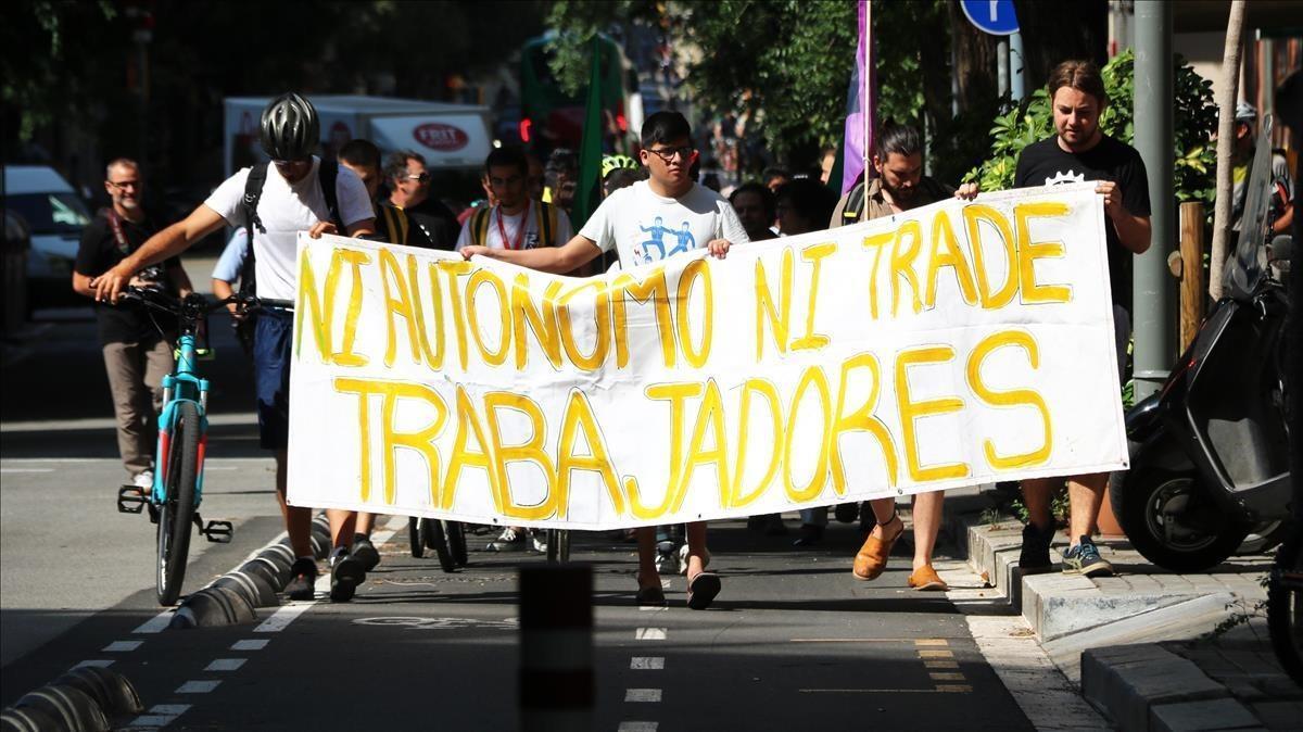 El 'rider' de Glovo muerto en Barcelona, el 14º siniestro fatal de la economía de plataformas