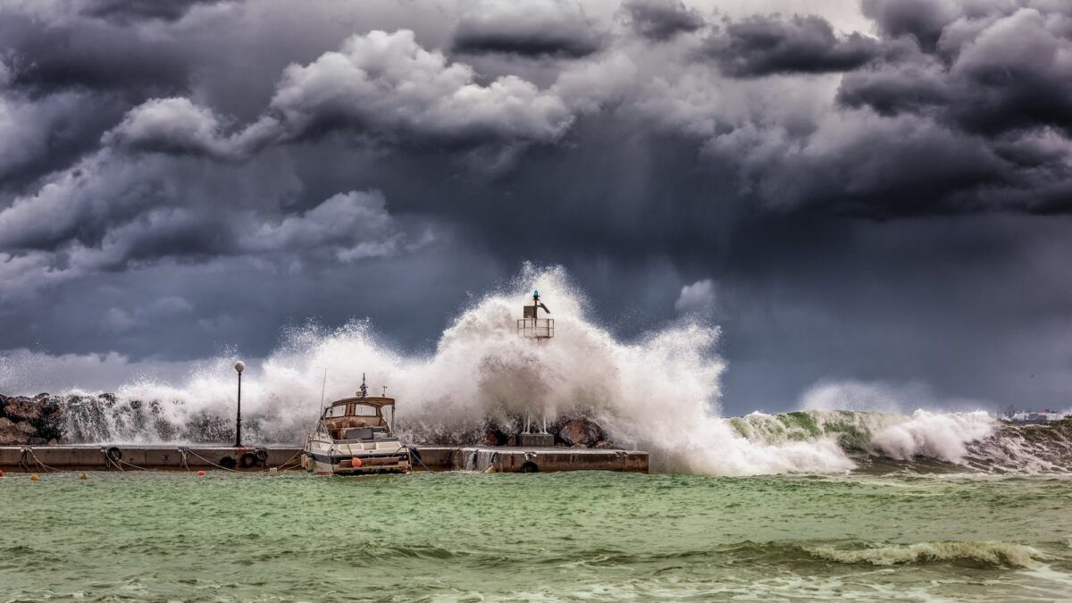 Por qué el cambio climático causa tormentas e inundaciones