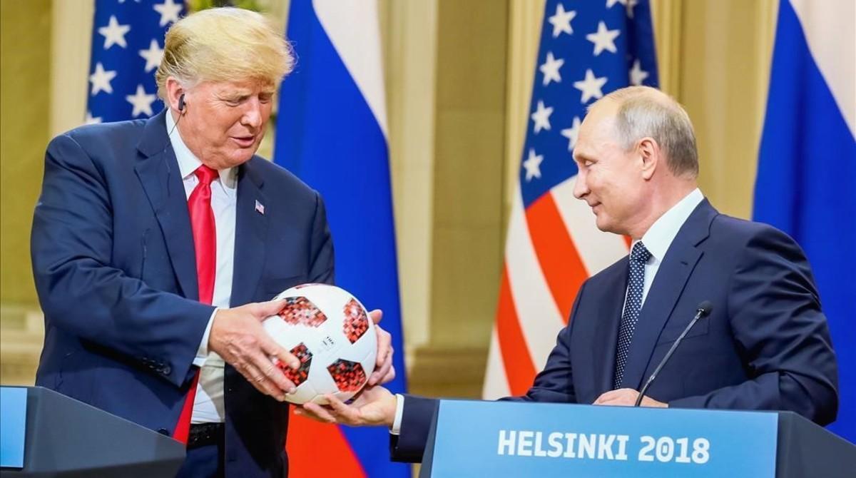 Trump y Putin, durante la rueda de prensa que concedieron tras su encuentro en Helsinki el pasado julio.