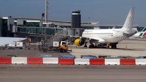 Vueling suspende unos 200 vuelos en El Prat para el puente de la Mercè