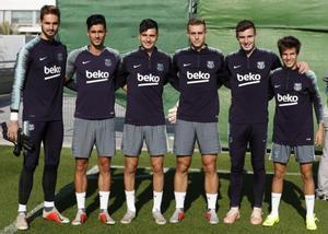 Los futbolistas del Barça B Ezkieta, Chumi, Mujica, Busquets, Peña y Puig.