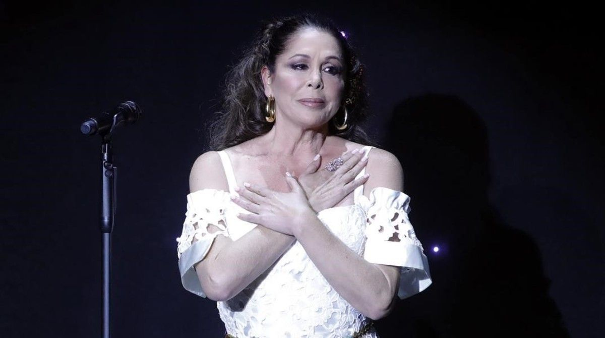 La cantante Isabel Pantoja, en el concierto ofrecido en noviembre del 2016 en el Teatro Real de Aranjuez, donde presentó su nuevo disco 'Hasta que se apague el sol'.
