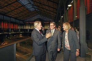 El presidente catalán, Artur Mas (centro), el alcalde de Barcelona, Xavier Trias, y la presidenta del Parlament, Nuria de Gispert, durante la inauguración del Centro Cultural Born.