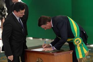 Bolsonaro, capitán de la reserva del Ejército y líder de la extrema derecha en Brasil, fue investido como mandatario en Brasilia.