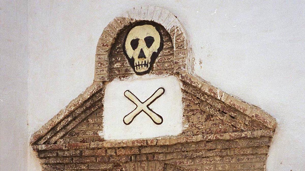 Dintel de un calabozo de una cárcel negrera de Ghana, una de las costas de aprovisionamiento de los capitanes negreros del XIX.