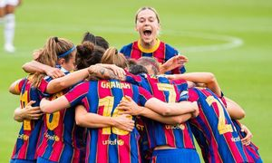 Las jugadoras de Lluís Cortés celebran uno de los goles de la semifinal ante el PSG.