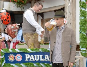 Pep Guardiola, bevent cervesa a l'Oktoberfest.