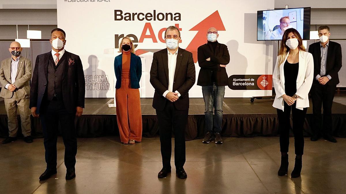 Collboni, en el centro de la imagen, con algunos de los futuros ponentes de Barcelona React