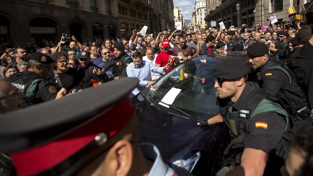 Enorme tensión ante la macrooperación judicial contra los organizadores del referéndum.
