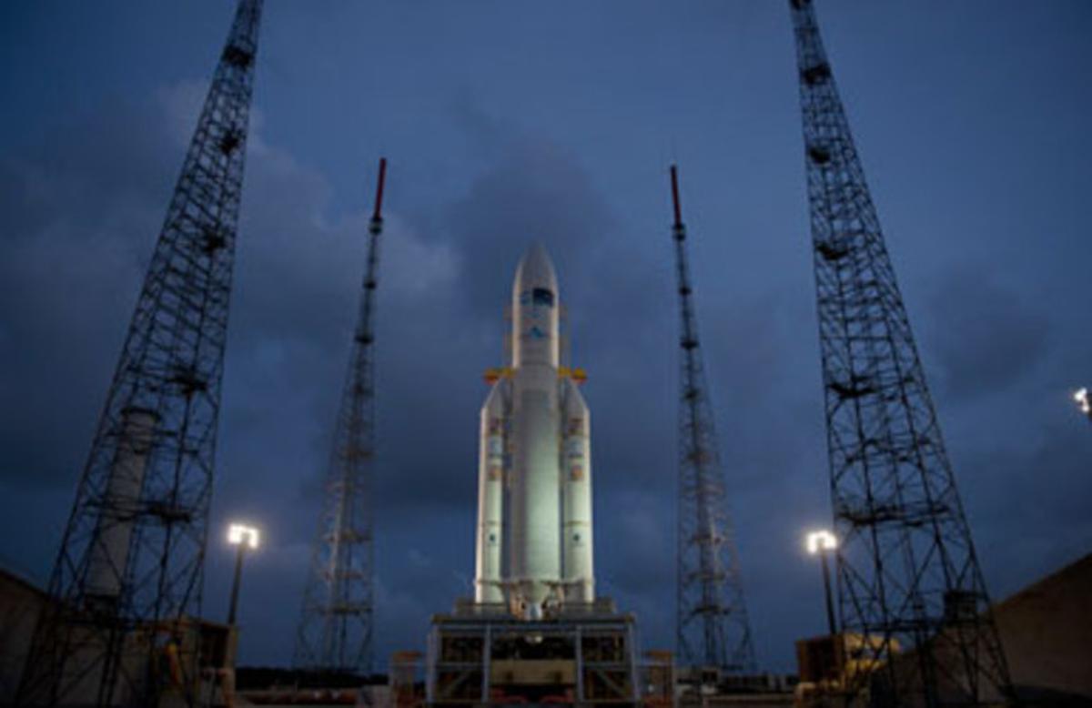 Un cohete Ariane-5, listo para el despegue en la base de Kurú.