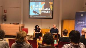 Toni Castarnado con la artista Myriam Swanson en la primera edición del ciclo.