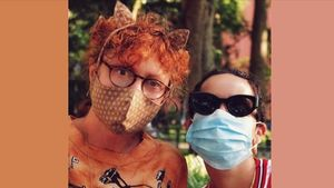 Susan Sarandon posa ensu cuenta de Instagram con mascarilla.