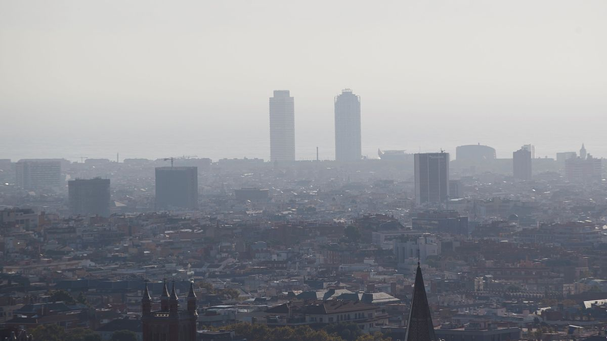Barcelona, bajo un manto de contaminación, el pasado 23 de octubre