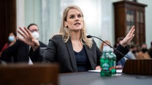 La exempleada de Facebook, Frances Haugen, durante su comparecencia ante la comisión de Comercio, Ciencia y Transportes del Senado de EEUU, este martes.