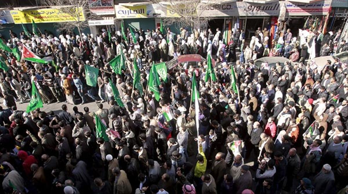 En Jordania, el pueblo ha salido también a la calle para pedir la dimisión del Ejecutivo ante la necesidad de reformas en el país.