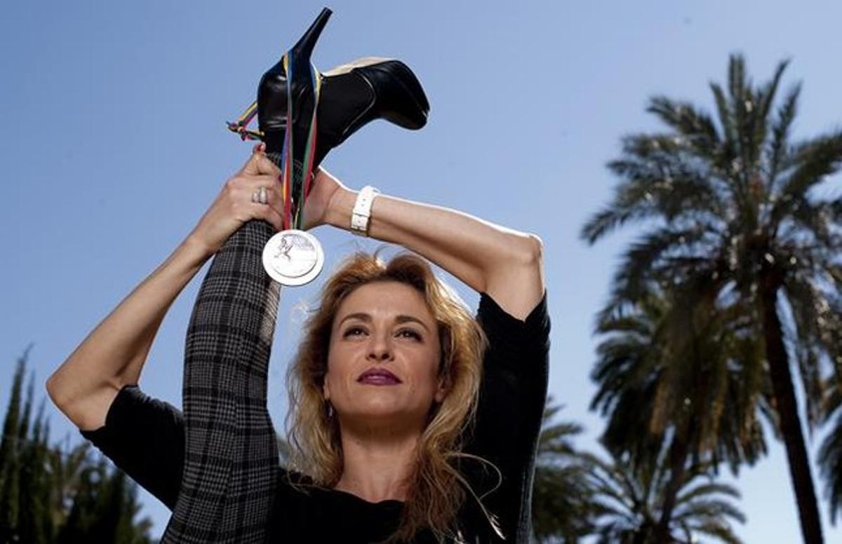 Carolina Pascual muestra su buena forma en su casa de Orihuela, 20 años después de su éxito olímpico.