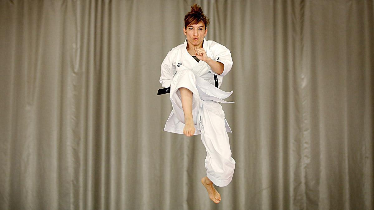 Sandra Sánchez en acción. Es la mejor karateca en kata femenino, medalla de oro en los Juegos Olímpicos