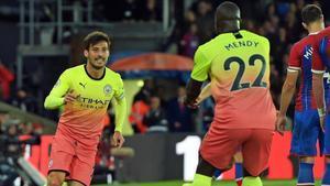 Silva celebra con Mendy su gol al Crystal Palace.